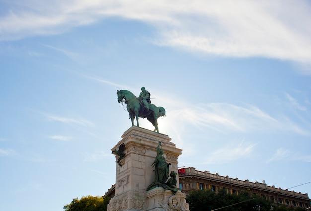 Monument garibaldi à milan