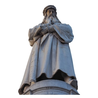 Monument de léonard de vinci à milan isolé sur blanc