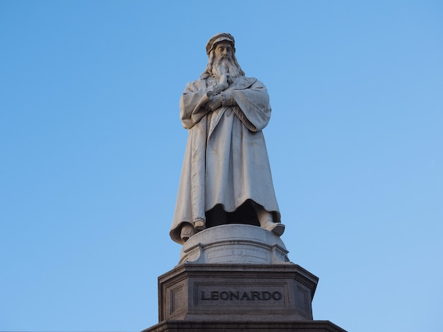 Monument de léonard de vinci à milan