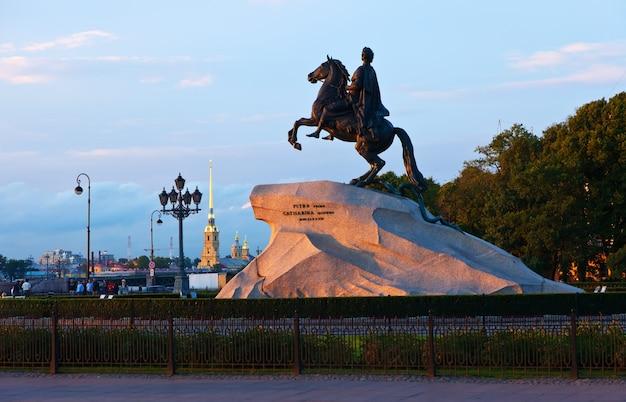 Monument de pierre premier