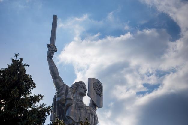 Monument soviétique de la patrie dans le centre de kiev