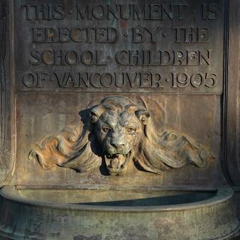 Monument à la tête de lion dans le parc stanley à vancouver, en colombie-britannique, au canada