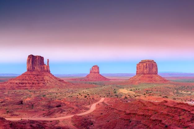 Monument valley arizona-utah border, monument valley navajo tribal park, états-unis d'amérique