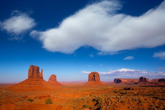 Monument valley mittens ouest et est et merrick butte