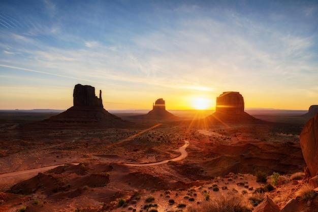 Monument valley, parc tribal, arizona, utah, états-unis