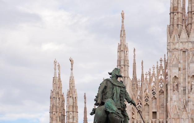 Monument vittorio emanuele ii à milan