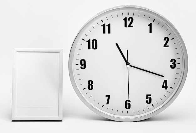 Moodboard couleur de l'année avec horloge