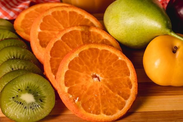 Moody fruit nature morte