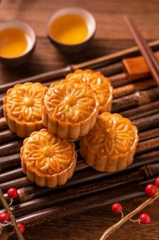 Moon cake mooncake table set - pâtisserie traditionnelle chinoise de forme ronde avec tasses à thé