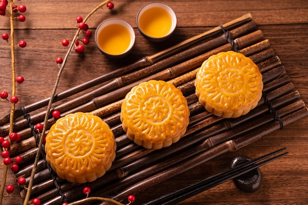 Moon cake mooncake table set - pâtisserie traditionnelle chinoise de forme ronde avec tasses à thé