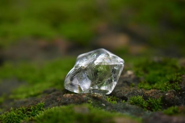 Morceau de diamants est un cristal de diamant qui n'a pas encore été taillé