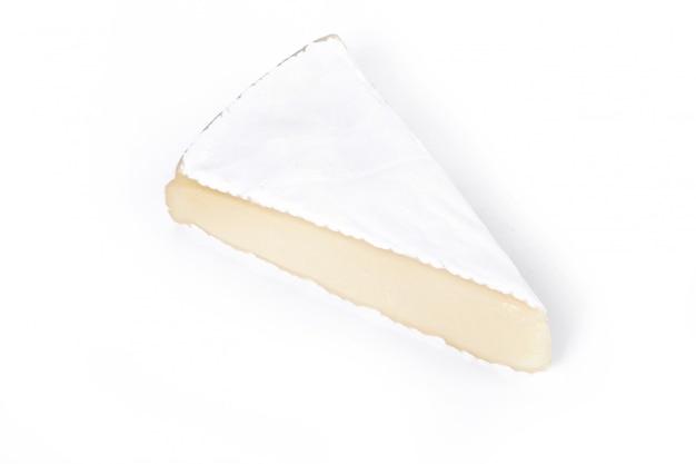 Morceau de fromage camembert