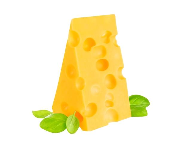 Morceau de fromage isolé.