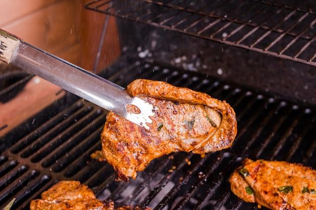 Morceau de viande. côtelette de porc.