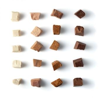 Morceaux de chocolat au lait différents