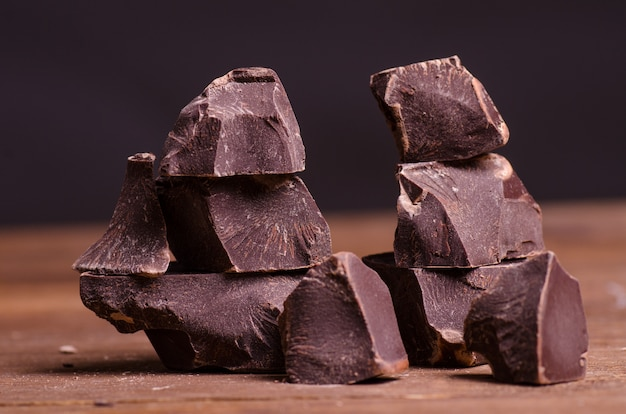 Morceaux de chocolat cassés