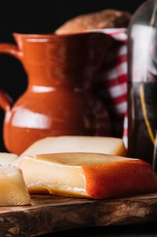 Morceaux de fromage en cuisine