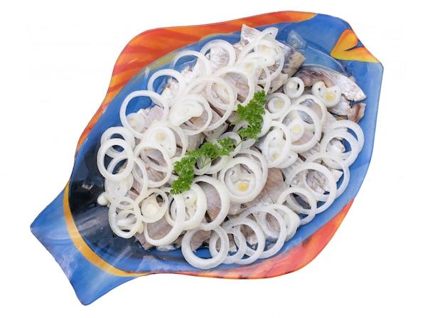 Morceaux de hareng sur une assiette