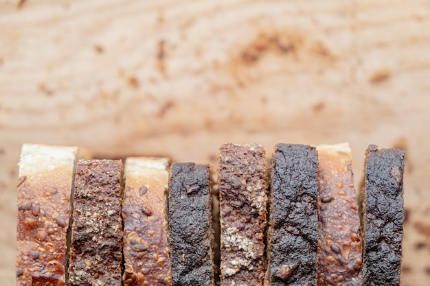 Morceaux de pain complet, tiré d'en haut
