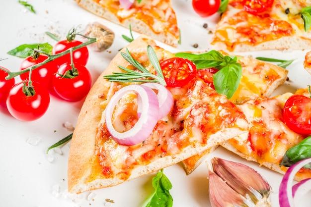 Morceaux de pizza au fromage margarita