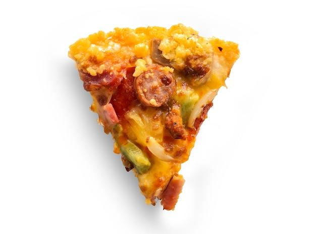 Morceaux de pizza isolés sur fond blanc, shoot vue de dessus