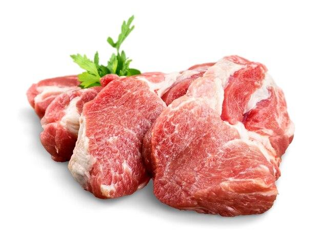 Morceaux de viande crue au persil
