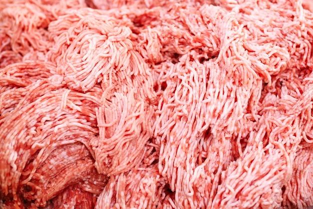 Les morceaux de viande. la fabrique de saucisses.