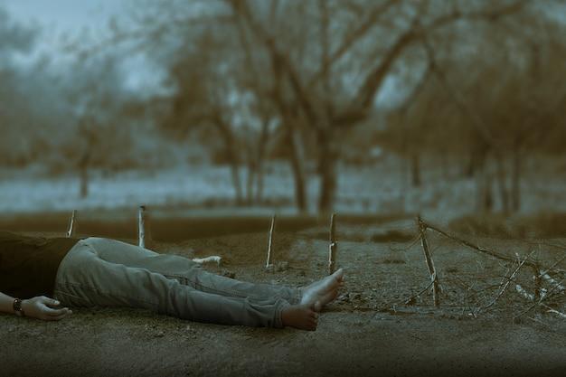 Le mort couché sur le sol