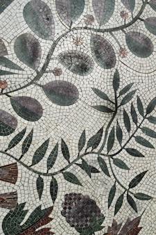 Mosaïque colorée avec motif de plantes, authentique, vue de dessus