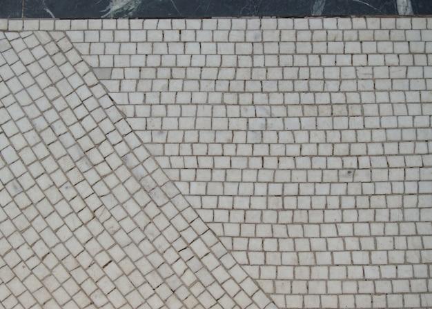 Mosaïque sur le sol en carreaux de céramique