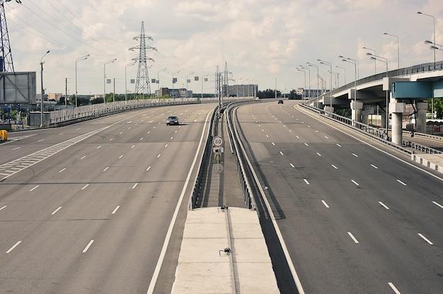 Moscou, russie - 14 juin 2021 : trafic sur la corde du nord-est à moscou