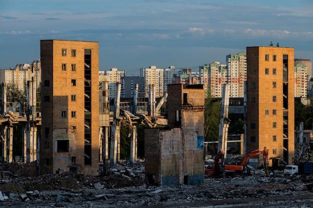 Moscou, russie - 5 août 2018 : la ruine de l'ancienne usine zil qui produisait des réfrigérateurs et des voitures.