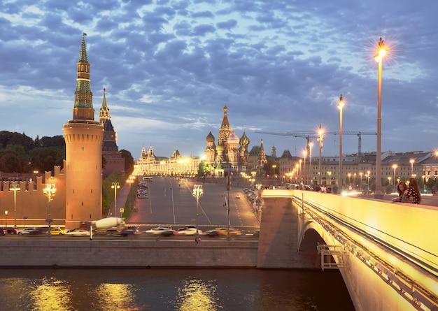 Moscourussia09012020 place rouge du pont bolshoy moskvoretsky dans la soirée