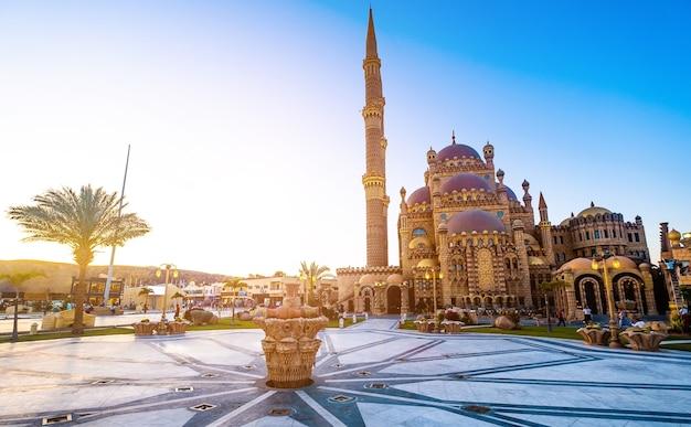 Mosquée al mustafa et belle place principale de la vieille ville de charm el-cheikh en egypte