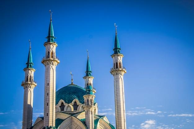La mosquée kul sharif est l'une des plus grandes mosquées de russie. la mosquée kul sharif est située dans la ville de kazan en russie. kazan kremlin au tatarstan