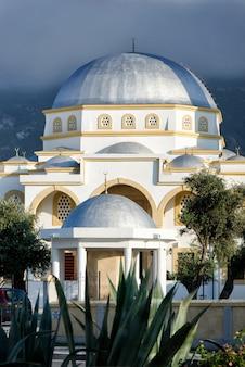 Mosquée musulmane à kyrenia dans le nord de chypre