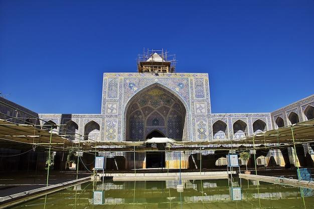 Mosquée sur la place naqsh-e jahan à ispahan, iran