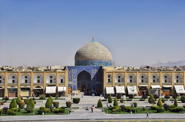 Mosquée sur la place naqsh-e jahan à ispahan iran