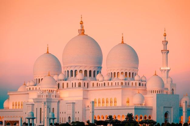 Mosquée sheikh zayed d'abu dhabi au coucher du soleil