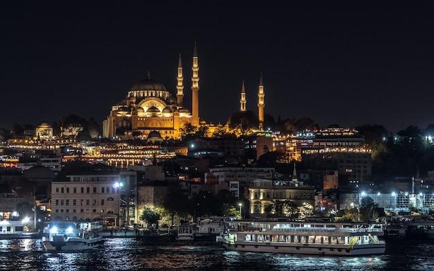 Mosquée de suleymaniye pendant la nuit
