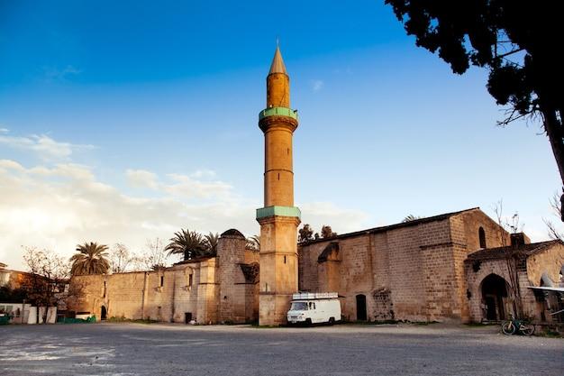 Mosquée de la ville de kyrenia sur chypre du nord