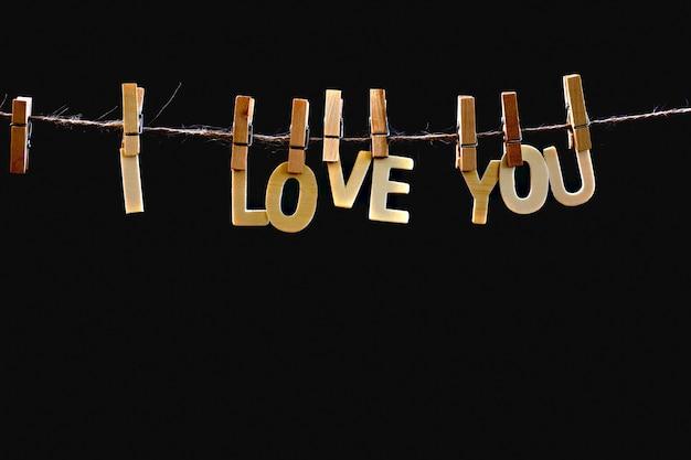 Le mot amour sur la corde à linge