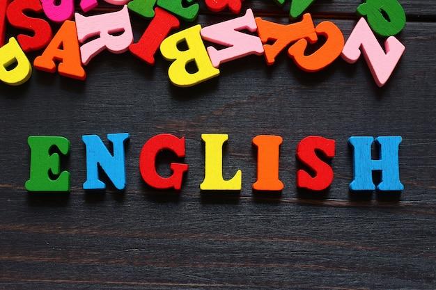 Le mot anglais avec des lettres colorées