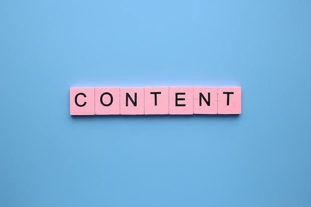 Mot de contenu sur fond bleu