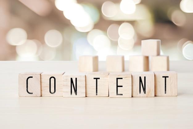 Mot de contenu sur fond de cubes en bois, concept de marketing numérique