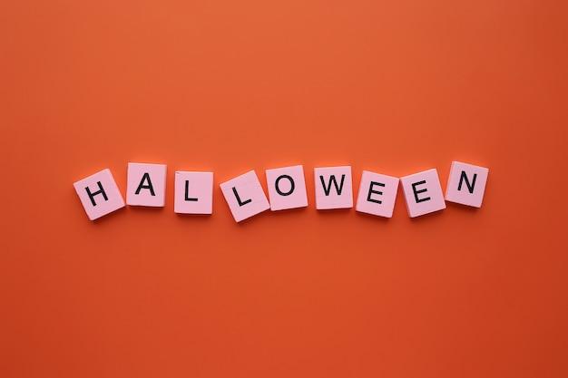 Mot d'halloween sur fond orange