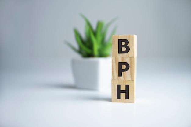 Mot d'hyperplasie prostatique bénigne de l'hbp sur des cubes en bois