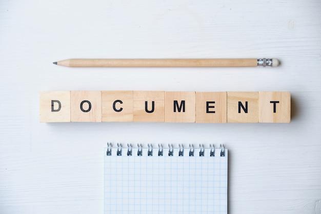 Mot à la mode des entreprises modernes - document. vue de dessus sur une table en bois avec des blocs. vue de dessus.