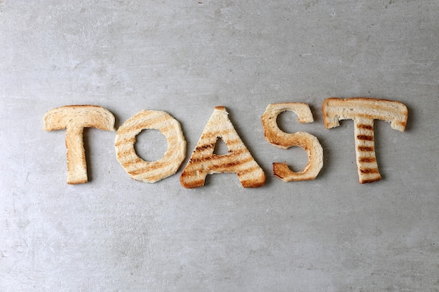 Mot de pain grillé fait avec des toasts