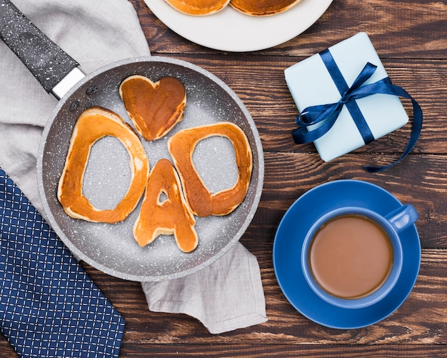 Mot de papa écrit en petits pains et café